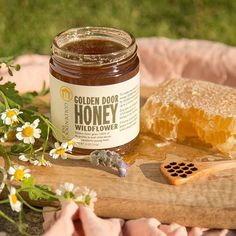 "Golden Door az Instagramon: ""What's so sweet about this honey? 💛Relieves seasonal allergies.⁣ 💛Energizing pre-workout fuel.⁣ 💛Packed with vitamins & minerals.⁣ 💛Soothes…"" Seasonal Allergies, Vitamins And Minerals, Candle Jars, Bee, Honey, Seasons, Workout, Instagram, Candle Mason Jars"