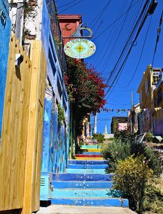 Templeman Street - Valparaiso, Chile THIS IS WHERE MY HOSTEL WAS THE FIRS TIME I WENT