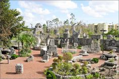 Built and carved by Latvian mason, Edward Leedskalnin from massive pieces of fossilized coral. Florida Vacation, Florida Keys, Homestead Florida, Coral Castle, Aliens History, Heaven On Earth, Homesteading, Miami, Places To Visit