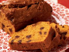 Enjoy this sweet and spicy chocolate chip pumpkin bread for breakfast or as a tasty mid-afternoon treat. Fig Quick Bread, Quick Bread Recipes, Banana Bread Recipes, Sweet Bread, Pumpkin Recipes, Coffee Recipes, Fall Recipes, Beef Recipes, Sweets