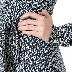 фото Платье с запахом, длинными рукавами и расклешенной юбкой из материала стретч LAURA CLEMENT