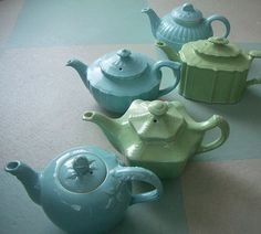 Tea Pots love the blue and green colors together. It would be fun to have a tea set in these colors. Vintage Dishes, Vintage China, Tee Kunst, Hall Pottery, China Teapot, Teapots Unique, Aqua, Tea Pot Set, Teapots And Cups