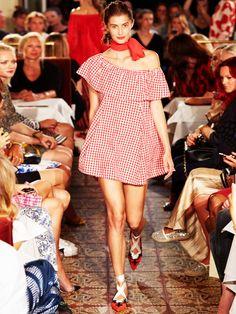 Bei 0039 Italy war der Name Programm. Auch wenn lachen auf dem Catwalk normalerweise ein No-Go ist, passten die freundlichen Gesichtsausdrücke der Models zu den Entwürfen der Designerin.