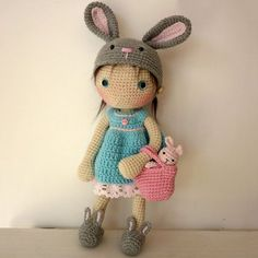 #crochet, free pattern, Lily doll with rabbit hat and accessories, amigurumi, stuffed toy, more patterns on site, #haken, gratis patroon (Engels), pop Lily, speelgoed, #haakpatroon, meer patronen op de site: Ami Fun in the Sun