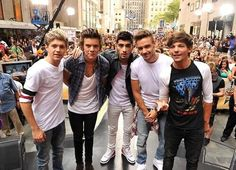 Niall Horan, Harry Styles, Zayn Malik, Liam Payne and Louis Tomlinson of One Direction. Midnight Memories, Ellie Goulding, One Direction Pictures, I Love One Direction, Direction Quotes, Band Pictures, Group Pictures, Louis Tomlinson, Boys Who