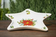 Christmas plate star - Ceramic X-mas plate star handmade and decorated with Christmas rose - poinsettia. Christmas Rose, Christmas Plates, Poinsettia, Spoon Rest, Ceramics, Stars, Tableware, Handmade, Decor