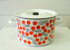 Quick Chick's Coq au Vin - Reposting for Lovely Tamara Quirky Kitchen, Vintage Kitchen Decor, Kitchen Items, Kitchen Stuff, Cherry Furniture, Kitchenware, Tableware, Cool Mugs, Recycled Furniture