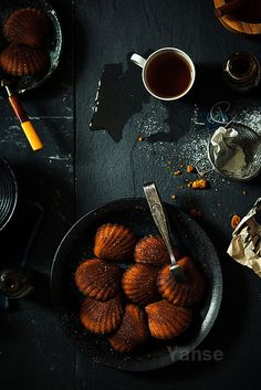 caramel madeleines by feryersan. another one for the weekly to-do list. yes, if you live in france, you have madeleine moulds in your kitchen and caramel in your pantry :) Cake Pops, Food Porn, Just Desserts, Eat Cake, Delish, Food Photography, Sweet Treats, Cooking Recipes, Yummy Food