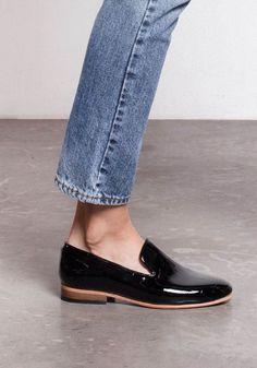 I ABHOR faux leather/patent leather shoes! I also abhor…ANTI-shoe inspiration. I ABHOR faux leather/patent leather shoes! Daily Shoes, Mocassins, Minimal Chic, Minimal Classic, Classic Style, Classy Casual, Classy Chic, Classy Heels, Mode Outfits