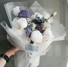 Bunch Of Flowers, Pretty Flowers, Dried Flowers, Beautiful Flower Arrangements, Floral Arrangements, Deco Floral, Floral Design, Flower Packaging, Luxury Flowers