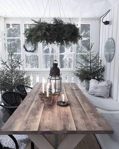 The post Landhaus PS. appeared first on Landhaus ideen. Scandinavian Christmas, Scandinavian Home, Rustic Christmas, Christmas Home, White Christmas, Xmas, Deco Retro, Christmas Interiors, Deco Floral