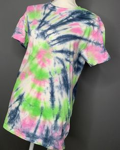 Tie Dye Outfits, Dye Shirt, Custom Ties, Baileys, Pink And Green, Favorite Color, Spider, Childhood, Essentials