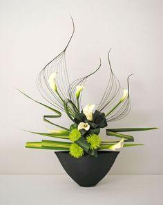 Risultati immagini per ikebana arte floral japones Ikebana Flower Arrangement, Ikebana Arrangements, Flower Show, Flower Art, Flower Ideas, Cactus Flower, Art Floral Japonais, Arreglos Ikebana, Contemporary Flower Arrangements