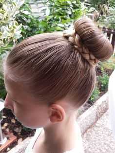 teen hairstyles bun braid byestel http://www.facebook.com/estellas.vlechtjes