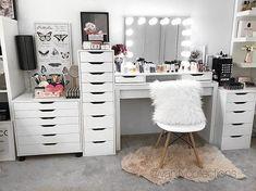Pιnтereѕт : ♡ beauty room ♡ in 2019 vanity make Vanity Makeup Rooms, Vanity Room, Makeup Room Decor, Makeup Vanities, Bathroom Vanities, Girl Bedroom Designs, Room Ideas Bedroom, Bedroom Decor, Decor Room