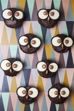 Muffins mit Charakter und süßem Blick. Nicht nur für Kinder. Bezaubernd. Was das ausmacht. Wennein Muffin Augen hat. Plötzlich ist er lebendig. Mit C