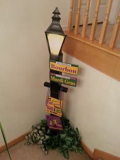 What nice Mardi Gras decorating for the home New Orleans Party, New Orleans Mardi Gras, Mardi Gras Centerpieces, Mardi Gras Decorations, Party Props, Party Themes, Party Ideas, Madi Gras Party, Sweet 16