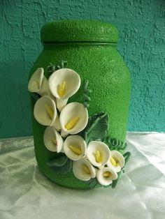 vidro decorado com biscuit e textura pintado <br>em varias cores a escolher. <br>capacidade 2L e meio