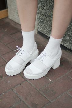 White Chunky Heel Sandals  https://marketplace.asos.com/listing/sandals/white-chunky-heel-sandals/385810