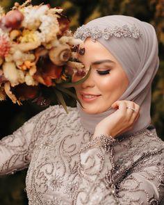 Abaya Fashion, Muslim Fashion, Hijab Dress Party, Hijab Collection, Mode Abaya, Muslim Wedding Dresses, Beautiful Hijab, Satin Dresses, Wedding Couples