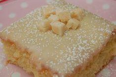 TOFFEEPIIRAKKA 6 munaa 4 dl sokeria 7 dl vehenäjauhoja 3 tl vanilliinisokeria 4 tl leivinjauhetta 2 dl maitoa/vettä 220g marg.sulatettuna paista 200 astetta ja n.20min. toffee-kuorrutusta varten sulata kattilassa: 250g omar-karkkeja 2 dl kermaa vatkaa joukkoon 1 pkt tomusokeria eli n.500g levitä kuorrutus ja anna jäähtyä...