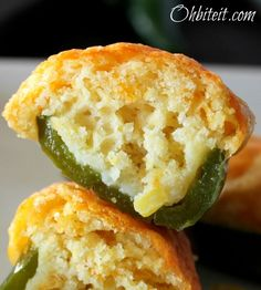 Jalapeno Poppers Good food photography - Great up close picture to show the airy texture of the cornbread poppers.Good food photography - Great up close picture to show the airy texture of the cornbread poppers. Think Food, I Love Food, Good Food, Yummy Food, Healthy Food, Jalapeno Cornbread Poppers, Cornbread Mix, Cheesy Cornbread, Salads
