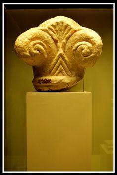 Capitel protojónico fencio   Museo Arqueologico de Cadiz