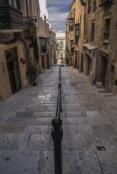 Going down - Valletta, Malta