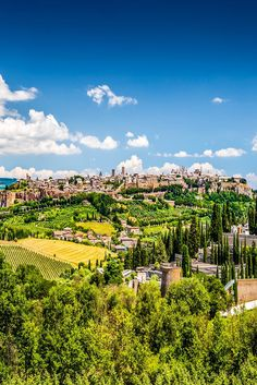 In meinen Umbrien Tipps zeige ich euch über die Anreise bis hin zu den Highlights alles über die grüne Region im Herzen Italiens.