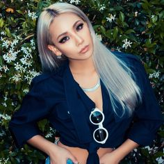 """CL Rocks Her New Silver """"Granny Hair"""" and chic Style Cl 2ne1, Christina Aguilera, Blonde Balayage, Blonde Highlights, K Pop, Aaliyah, Hair Inspo, Hair Inspiration, Cl Rapper"""