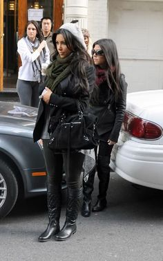 Kim and Kourtney Kardashian Kardashian Dresses, Kardashian Style, Kourtney Kardashian, Kardashian Fashion, Fashion Idol, Love Fashion, Girl Fashion, Fashion Outfits, Fashion Trends