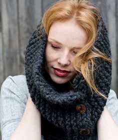DIY Anleitung: Knopf Loop stricken // diy tutorial: knit a loop, scarf with button via DaWanda.com
