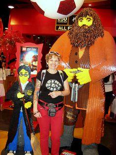 Sabato 26 giugno 2010  Regent Street  Un negozio enorme, 5 piani di giochi di tutti i tipi! Questi erano harry Potter e Hagrid fatti con i Lego!     giochi lego scontati
