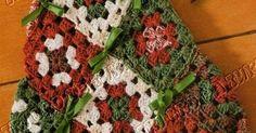Uma árvore de Natal só de squares coloridos e que ocê faz com restinhos de fios que ocê deve ter aos montes aí na sua sacola/saco/cesto. Ve...