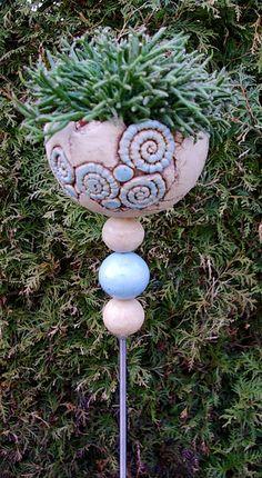 Stele Pflanzstele Keramik Frostfest von Kleine Töpferei auf DaWanda.com