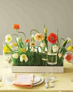 With crudite appetizers, fresh blooms, and floral templates, this compilation of spring Good Things covers a wide spectrum of inspiration for your season-appropriate affair.