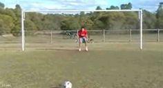 Como tirar un penal { GIF } #deporte #futbol #golpes
