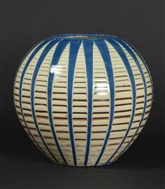 Vare: 4140570Herman A. Kähler. Kugleformet gulvvase, glaseret keramik