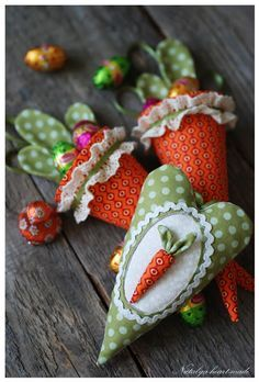 Easter crafts- love this idea carrot cones Spring Crafts, Holiday Crafts, Holiday Fun, Happy Easter, Easter Bunny, Easter Eggs, Easter Table, Diy Ostern, Easter Projects