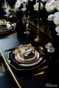 Pop The Champagne! - WedLuxe Magazine WedLuxe – Pop The Champagne! Gatsby Party, Gatsby Wedding, Art Deco Wedding, Gothic Wedding, Wedding Themes, Gold Wedding, Wedding Designs, Wedding Table, Wedding Colors