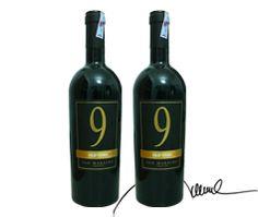 9 Old Vines Được làm từ giống nho Primitivo Di Manduria truyền thống nổi...