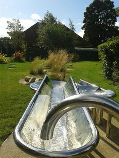 How about metal trough that runs all the way around the outter area, the slow tr… – natural playground ideas Outside Playground, Water Playground, Natural Playground, Playground Ideas, Eyfs Outdoor Area, Outdoor Areas, Outdoor Play, Outdoor School, Outdoor Classroom