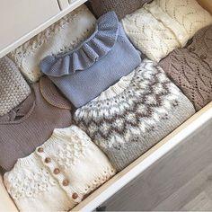 """1,484 Likes, 50 Comments - Vigdis Vikeså Drange (@mrsdrange) on Instagram: """"❄️Frost ute, Frost i skuffa❄️ #mrsdrangesstrikkeskuffer #frostgenser #knittingforolive #paelas…"""""""