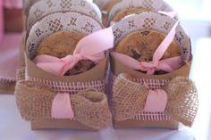 Leia a resenha completa do Curso Cookies Lucrativos, o melhor curso online de confeitaria em que você irá aprender a ter uma renda de R$ 2 mil até R$ 6 mil por mês fazendo Cookies para vender! Leia no blog e confira!