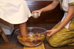 Baño floral de pies, una tradición 100% tailandesa