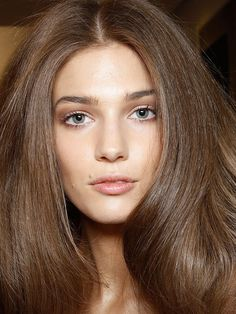 How To Blow-Dry Your Hair at Home Like a Pro. 10 tips for getting a salon-style bouncy blowout.//Also hair & makeup inspo Medium Ash Brown Hair, Ash Brown Hair Color, Light Brown Hair, Dark Hair, Mocha Brown Hair, Cool Brown Hair, Artist Makeup, Color Castaño, Hair Colour