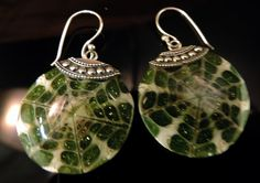 """Stunning Natural Shell Pendant in Resin Holiday Green Sparkle and sterling silver 24"""" chain. Matching Earrings - See More - http://www.ebay.com/itm/Resin-Shell-In-Green-Sparkle-Ornamental-Style-Earrings-Silver-Lace-925-233-/271565386117?ssPageName=STRK:MESE:IT"""