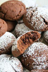 Te ciasteczka są wprost niewiarygodnie kruche, po prostu: rozpływają się w ustach. Są mocno kawowe. Niezbyt słodkie, więc można je dodatkowo... Baking Recipes, Cookie Recipes, Dessert Recipes, I Love Food, Good Food, Polish Desserts, Galletas Cookies, Christmas Baking, Sweet Recipes