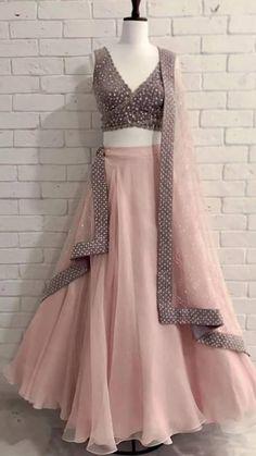Indian Fashion Dresses, Indian Bridal Outfits, Indian Gowns Dresses, Dress Indian Style, Indian Designer Outfits, Designer Dresses, Fashion Outfits, Blouse Lehenga, Lehnga Dress