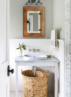 Make a bold statement with the Victorian-inspired style of the Moen Weymouth bathroom faucet.
